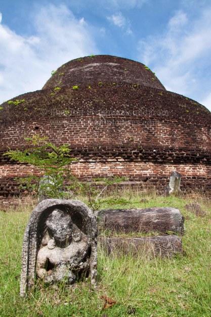 guard stone,pabalu vehera,sri lanka heritage,srilanka history,polonnaruwa world heritage site,sri lanka travel photographer