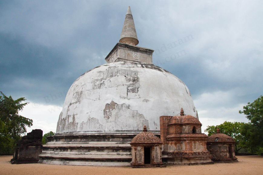kiri vihara,kiri vehera,sri lanka travel,polonnaruwa heritage site,sri lanka buddha shrine