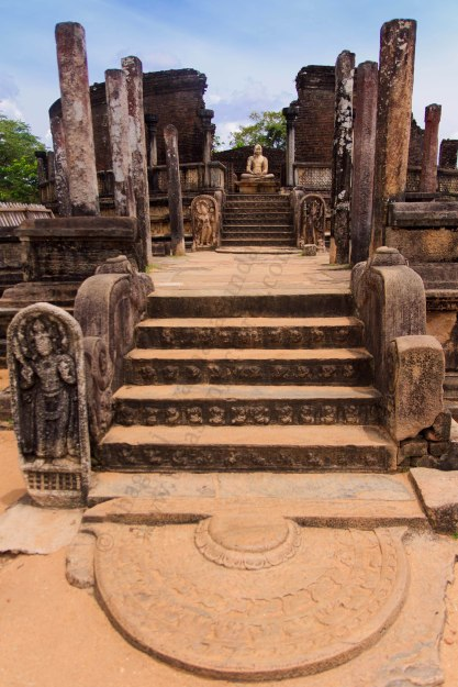 polonnaruwa vatadage,sri lanka travel,moon stone,moonstone,ancient ruins,ancient architecture of sri lanka